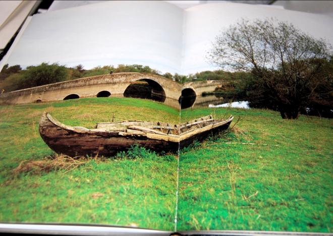 foto do livro com a ponte romana